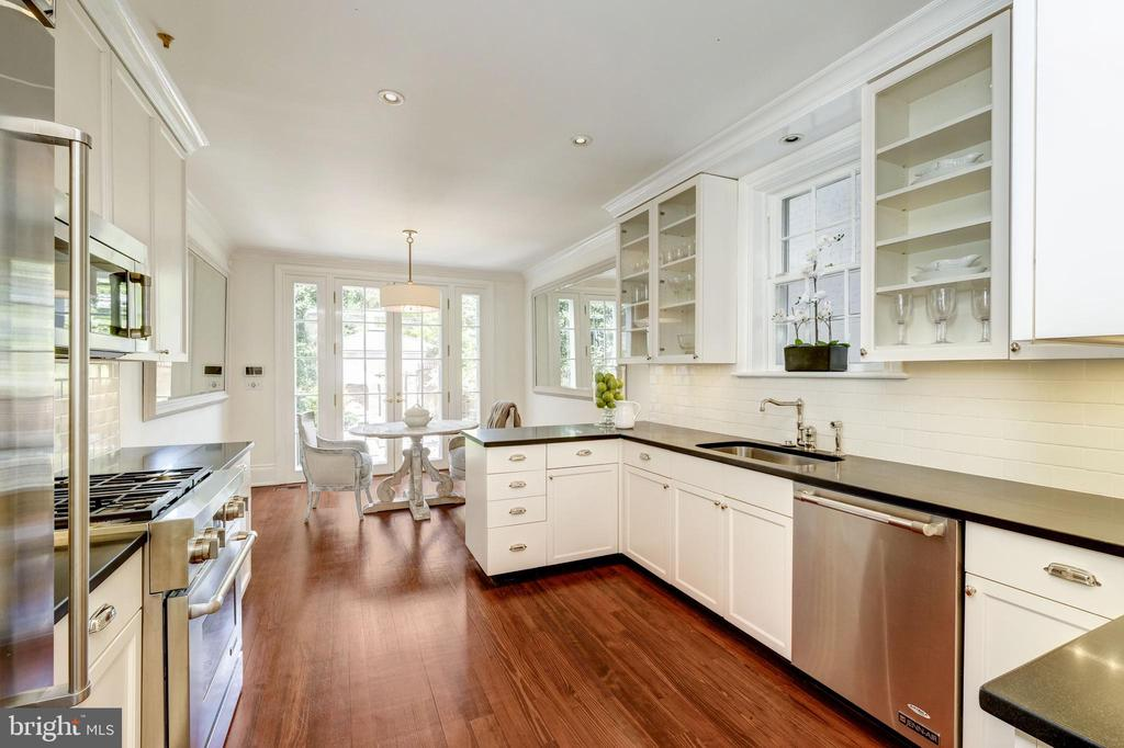 KITCHEN W/ GARDEN VIEWS - 3011 P ST NW, WASHINGTON