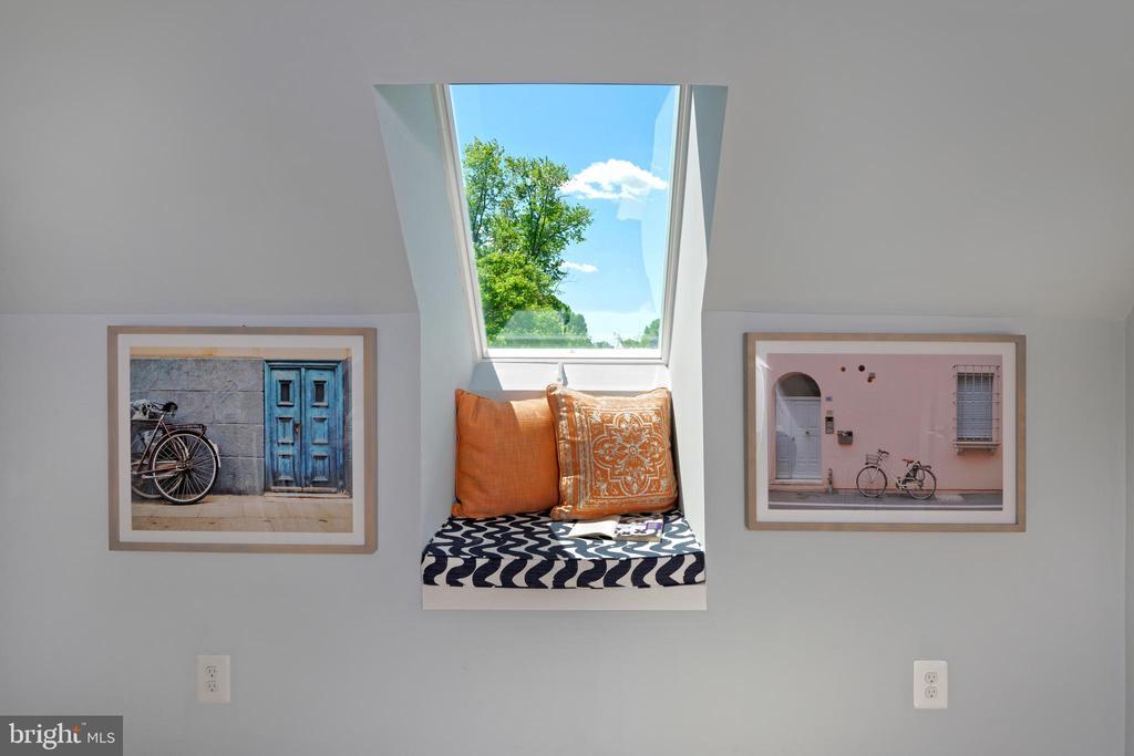 Window seat in the loft. - 1015 D ST NE #B, WASHINGTON