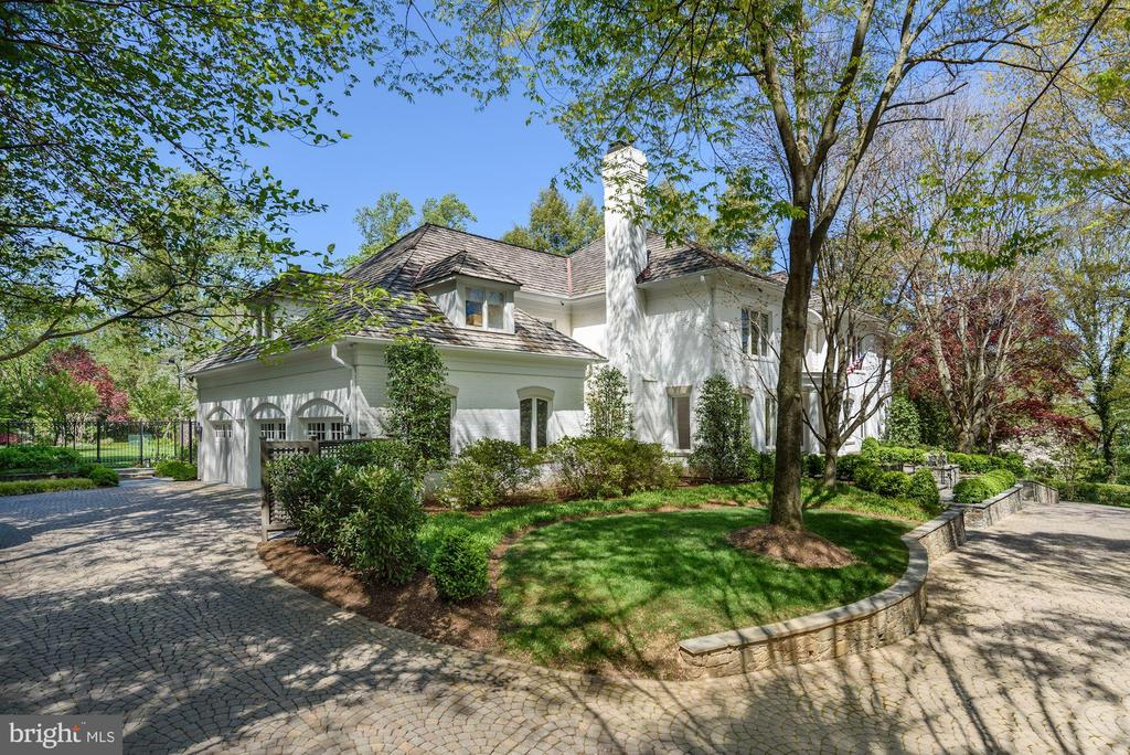 Perfectly sited on over 1 Acre - 5321 GOLDSBORO RD, BETHESDA