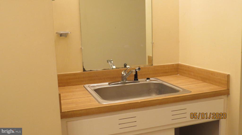 Sink and cabinets in laundry room - 22191 BERRY RUN RD, ORANGE