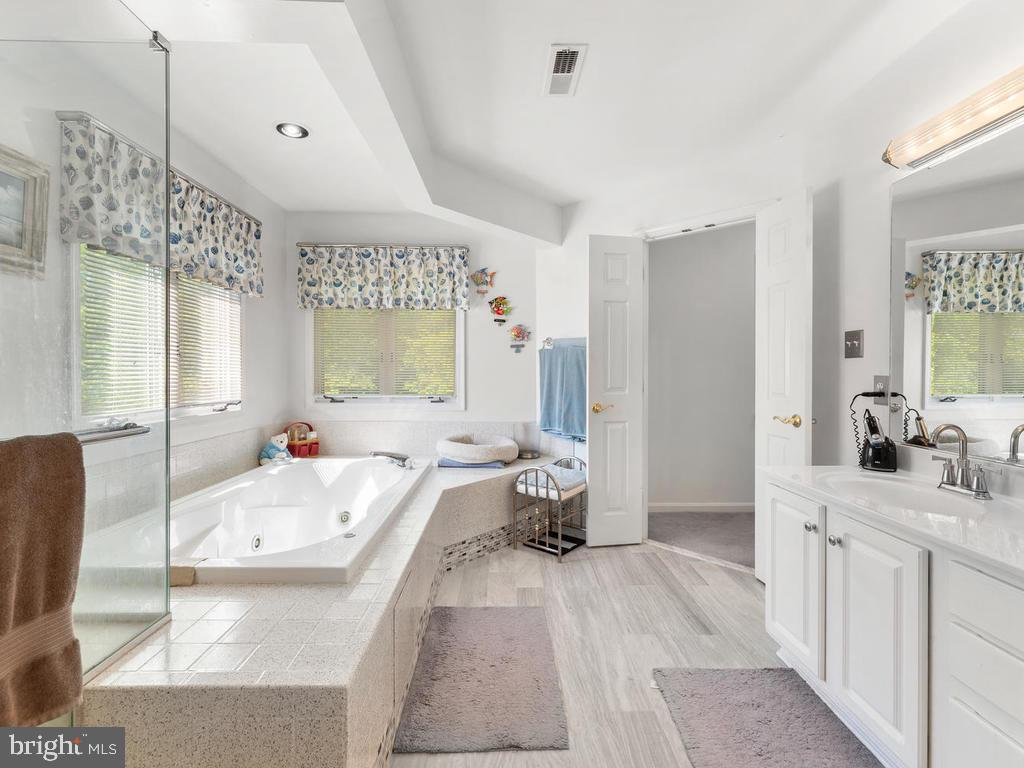 Master Ensuite Bath with Separate Shower - 4311 WOODBERRY ST, UNIVERSITY PARK