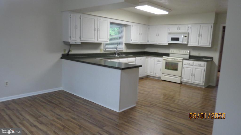 Large kitchen - 22191 BERRY RUN RD, ORANGE