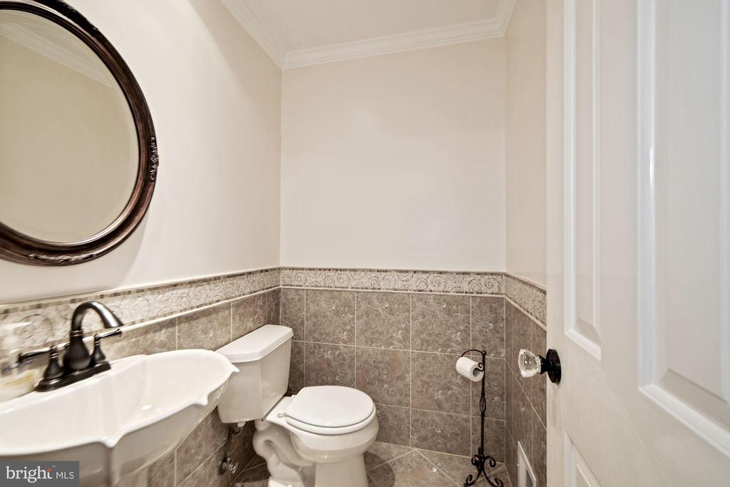 Renovated powder room on main level - 7808 CHARLESTON DR, BETHESDA