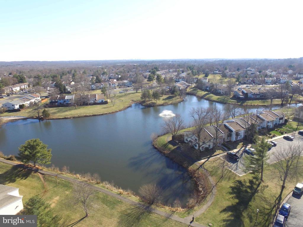Community Lake & Trails! - 34 SIMEON LN, STERLING