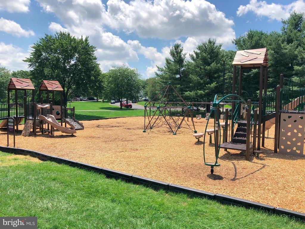 Community Playground - 34 SIMEON LN, STERLING