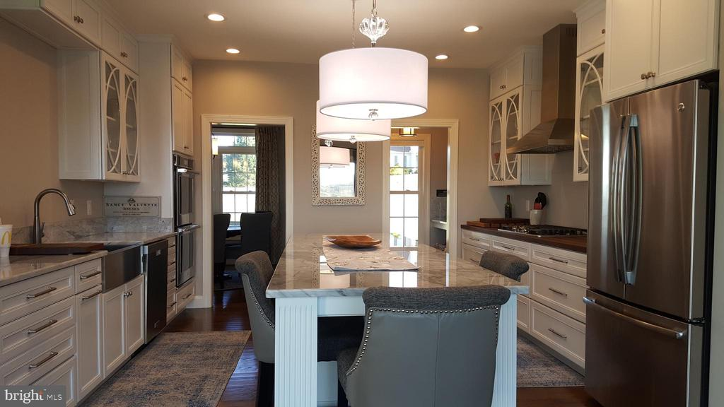 Do you like the white or dark kitchen?? - GRUVER GRADE, MIDDLETOWN