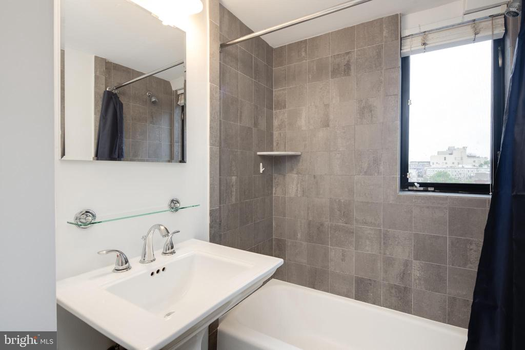 Bathroom - 1701 16TH ST NW #715, WASHINGTON