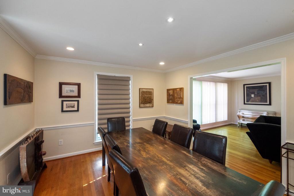 Dining room off of living room - 4732 MASSACHUSETTS AVE NW, WASHINGTON