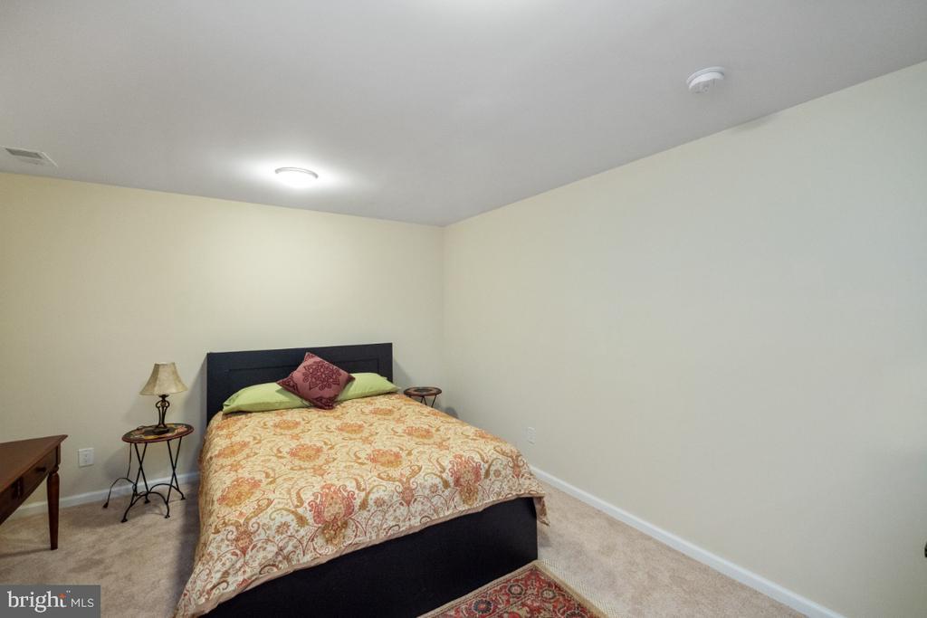Guest room - 4732 MASSACHUSETTS AVE NW, WASHINGTON