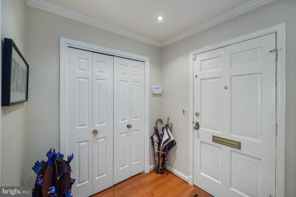 Foyer - 4732 MASSACHUSETTS AVE NW, WASHINGTON