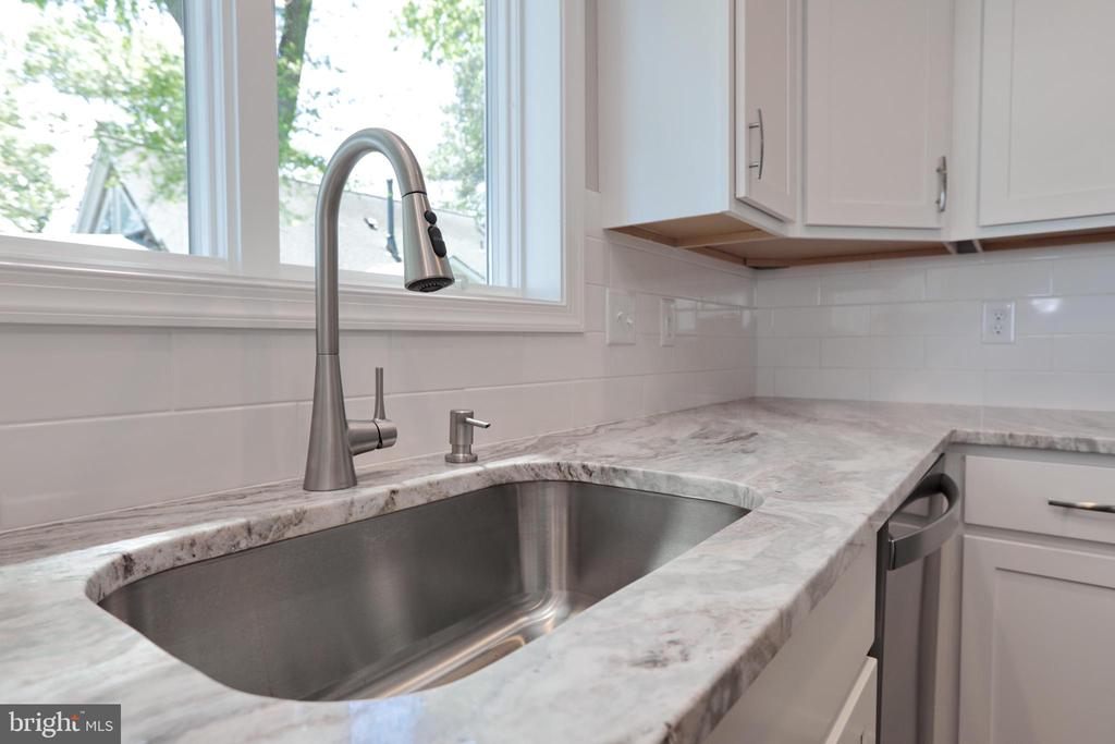 Granite is beautiful cabinets w/ soft close hinges - 18850 WICOMICO RIVER DR, COBB ISLAND