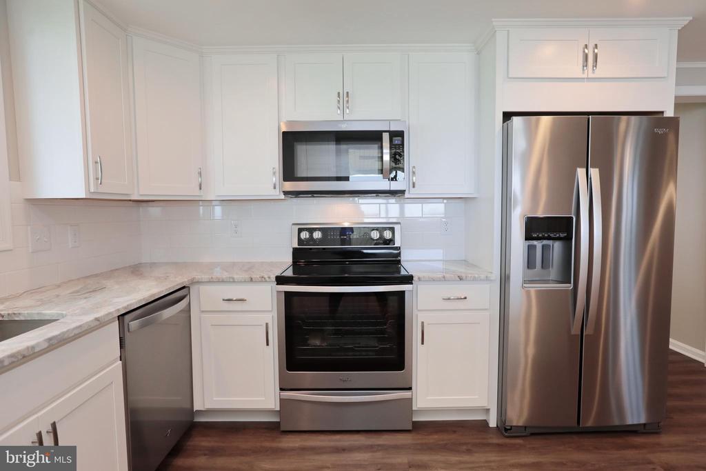 Brand new Appliances Cabinets, Flooring - 18850 WICOMICO RIVER DR, COBB ISLAND