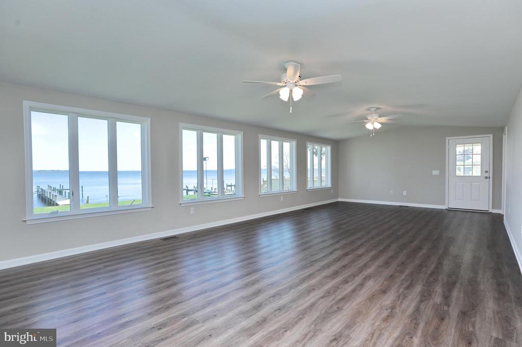 Spacious and comfortable for all 16 X 32! - 18850 WICOMICO RIVER DR, COBB ISLAND