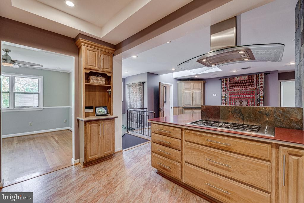 Kitchen leading to Dining Room - 2710 N WYOMING ST, ARLINGTON