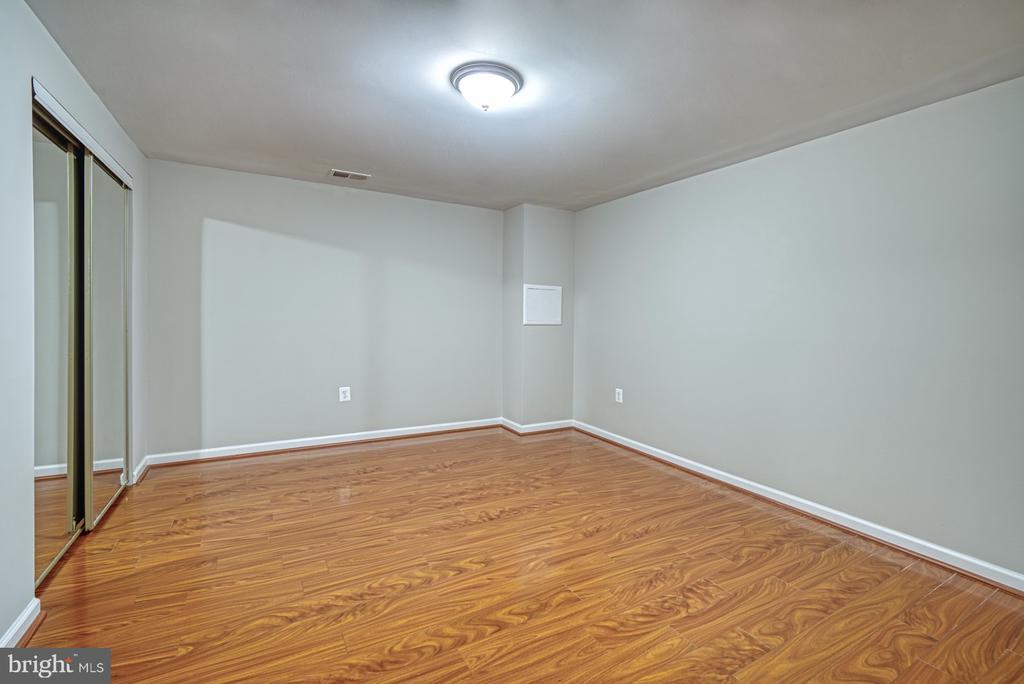 Lower level den 1,~perfect for gym or craft room - 4913 PHEASANT RIDGE RD, FAIRFAX