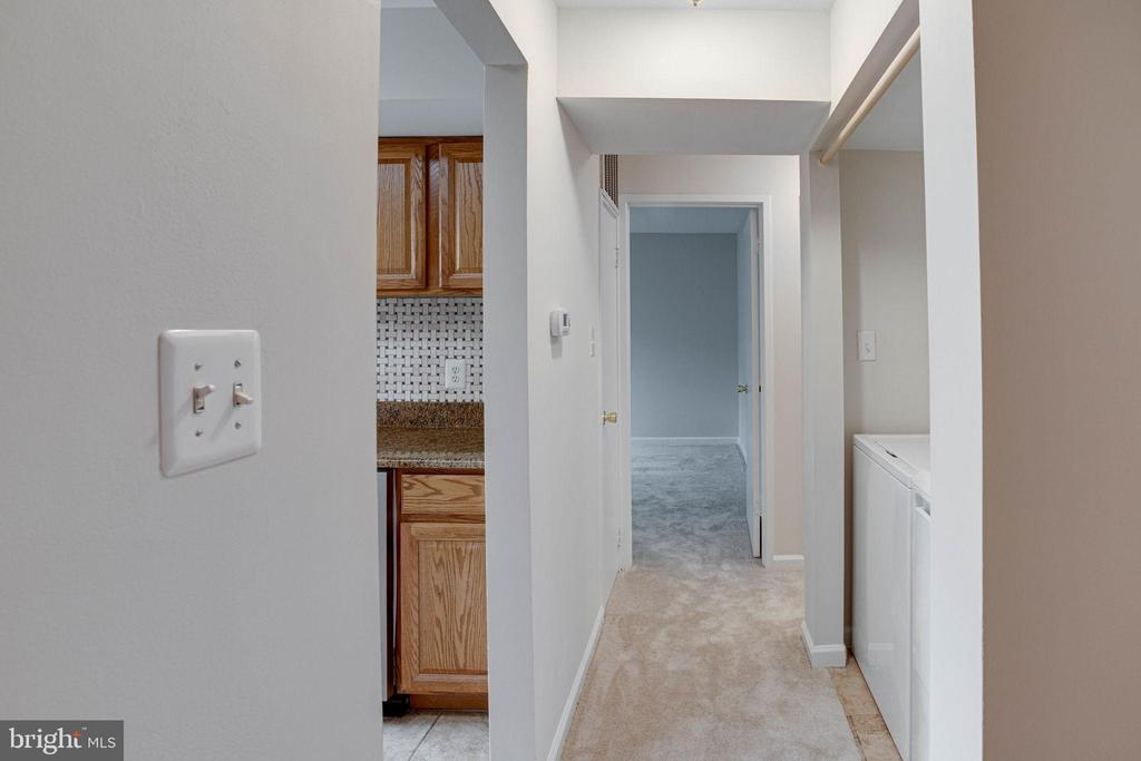 Hallway - 545 FLORIDA AVE #T1, HERNDON