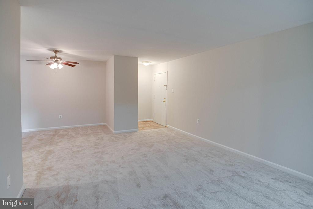 Living Room - 545 FLORIDA AVE #T1, HERNDON