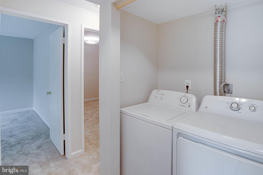 Full size washer & dryer in the unit - 545 FLORIDA AVE #T1, HERNDON