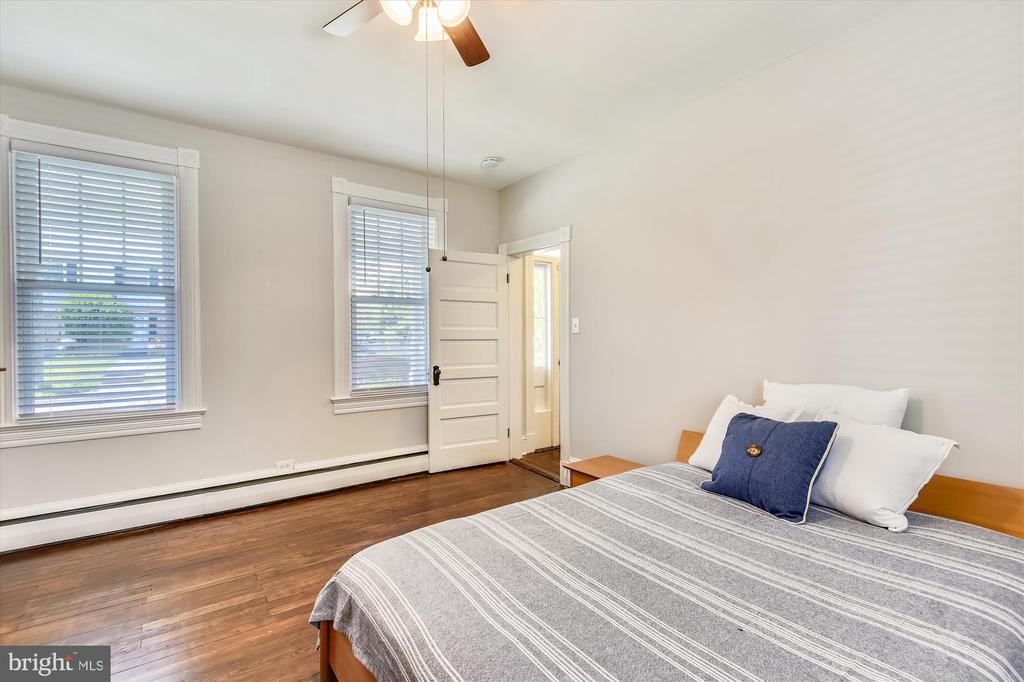 Main level Bedroom, Den or Office - 118 CATOCTIN CIR NE, LEESBURG