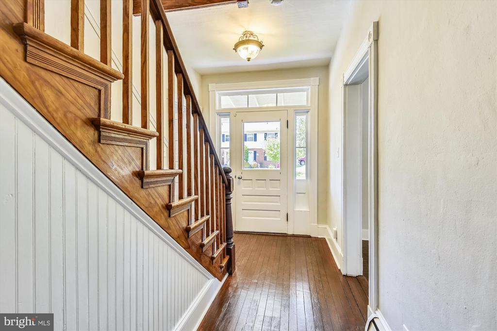 Original Woods stairs - 118 CATOCTIN CIR NE, LEESBURG