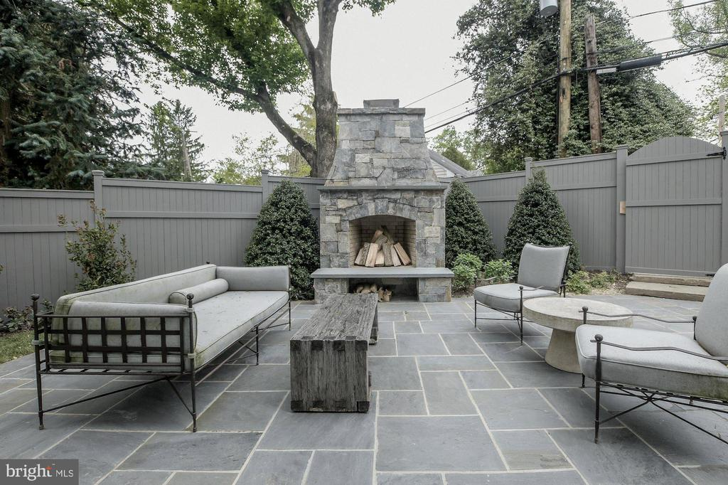Patio with extensive landscape and Fireplace - 2860 UNIVERSITY TER NW, WASHINGTON