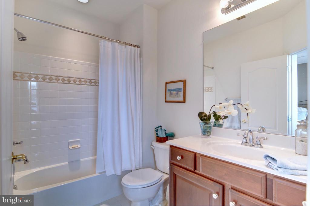 Bedroom 3 with Private Bath - 22077 OATLANDS RD, ALDIE