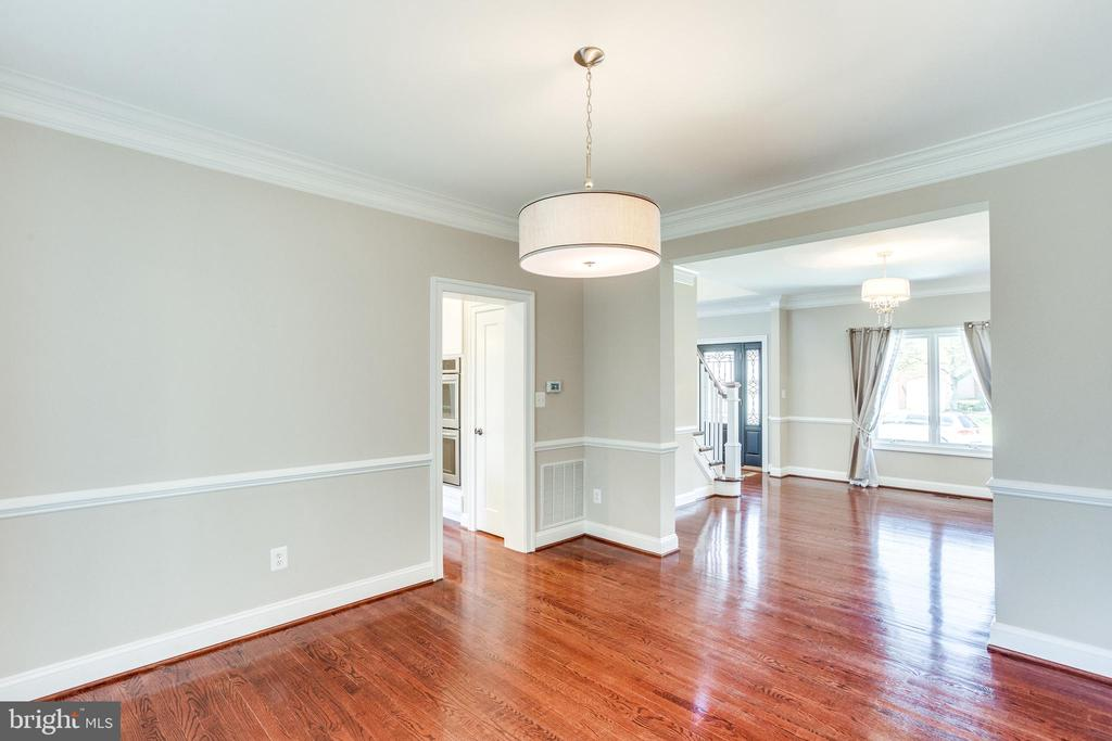 New Living and Dining Chandeliers - 10811 CRIPPEN VALE CT, RESTON