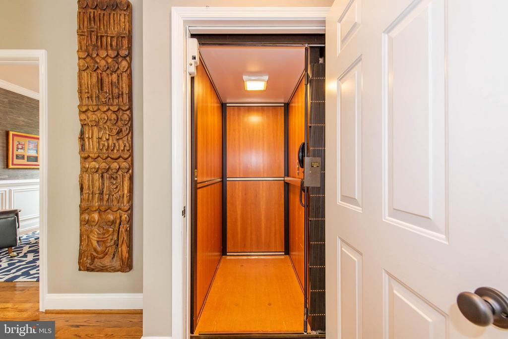 Elevator - 5117 NORTHERN FENCES LN, COLUMBIA
