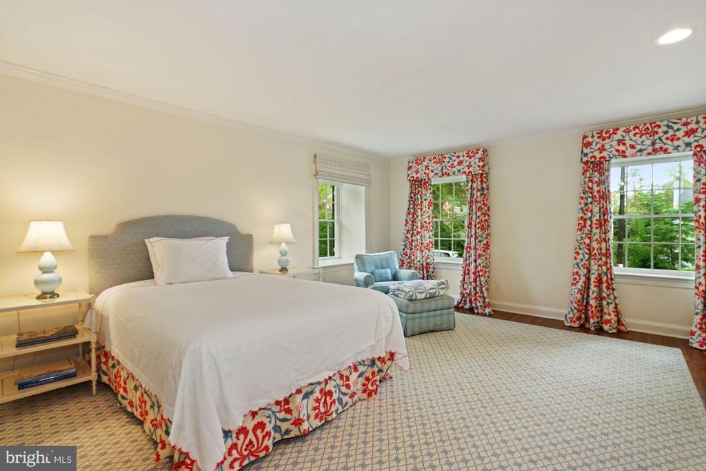 BEDROOM TWO (18'X15') - 5031 LOWELL ST NW, WASHINGTON