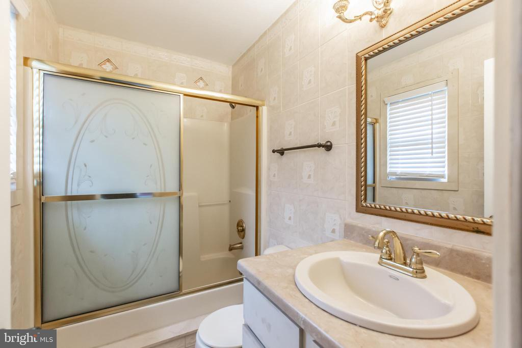 Master Bath - 11260 REMINGTON RD, BEALETON