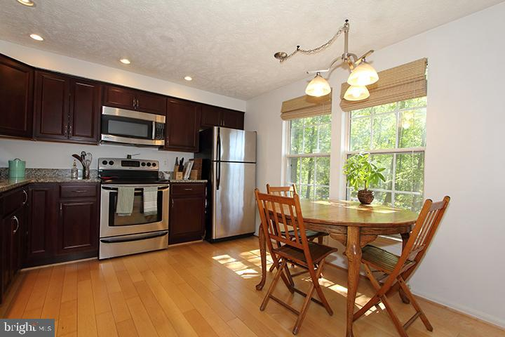Eat in kitchen with granite counters - 1594 WOODCREST DR, RESTON