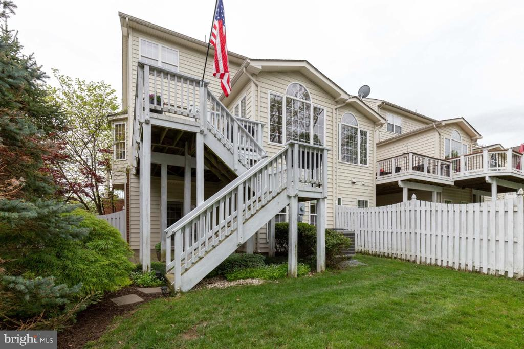 Great Deck with Stairs to Paver Patio - 43392 FRENCHMANS CREEK TER, ASHBURN