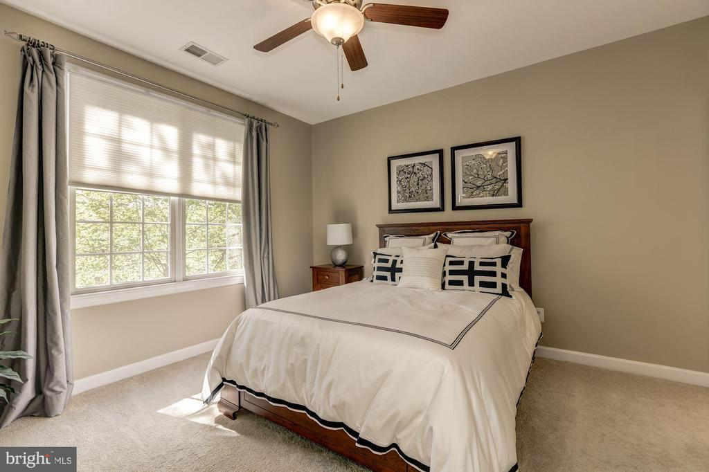 Bedroom  2 with full bath - 43285 OVERVIEW PL, LEESBURG