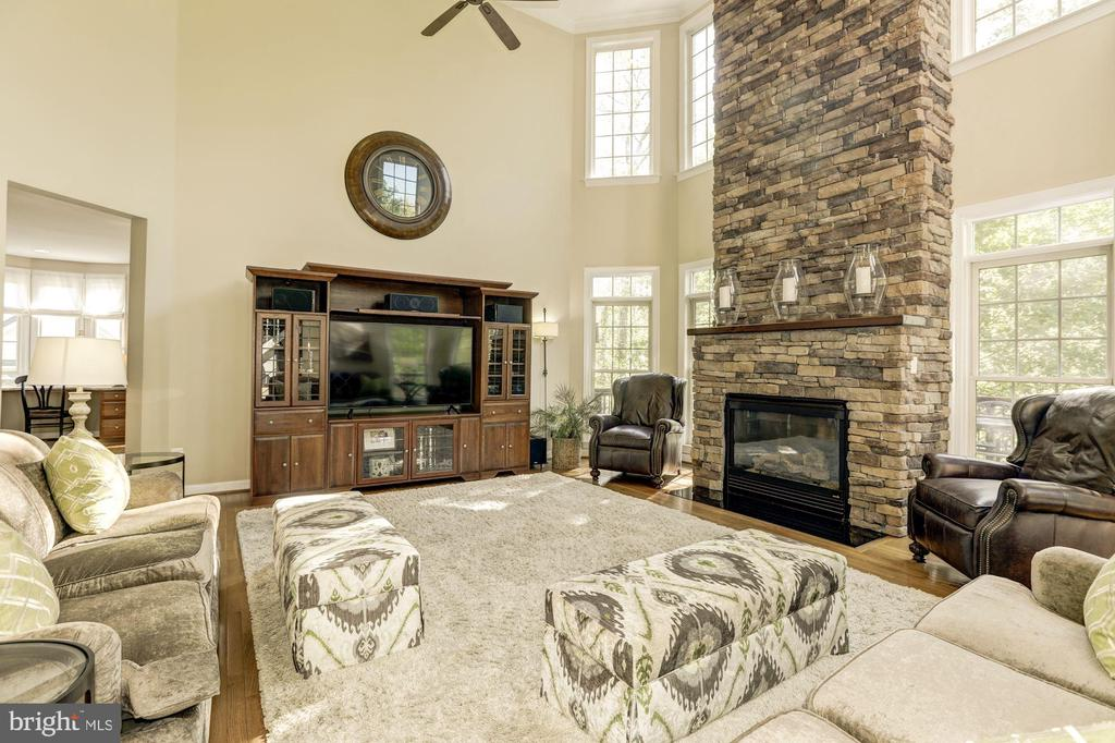 Light filled 2 story family room with ceiling fan - 43285 OVERVIEW PL, LEESBURG