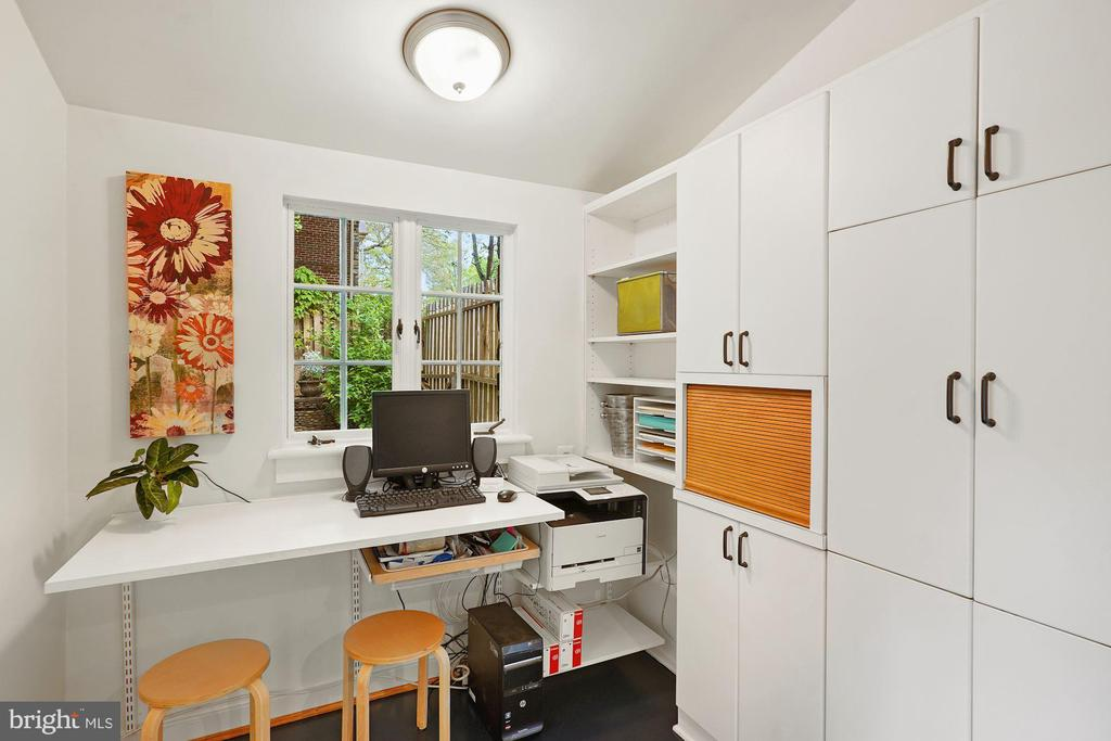 Kitchen Eat-in or work space. - 3030 N QUINCY ST, ARLINGTON
