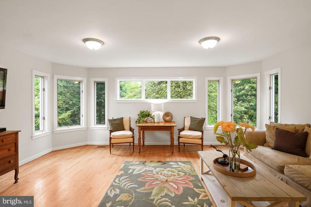 Large First Floor Family Room - 3030 N QUINCY ST, ARLINGTON
