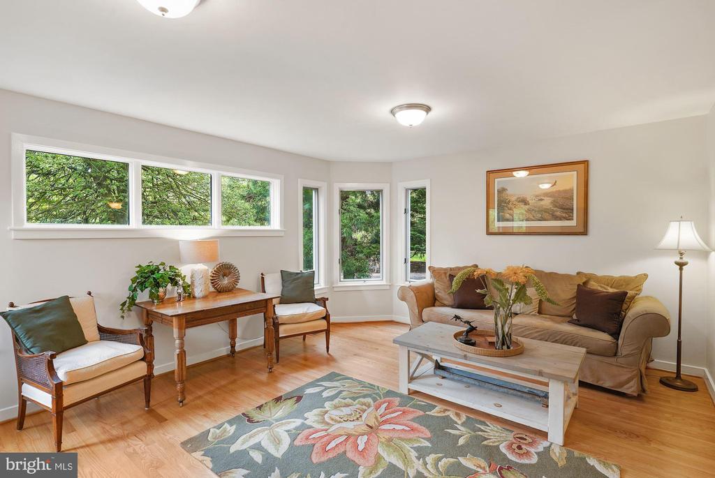 Family Room with Hardwood Floors - 3030 N QUINCY ST, ARLINGTON