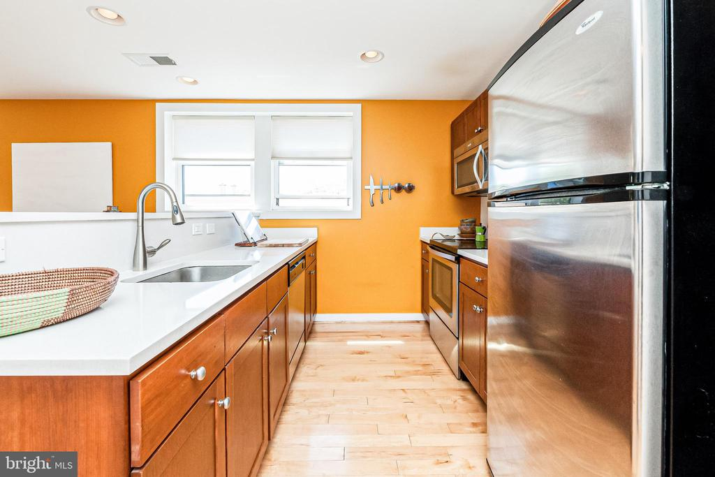 Quartz Counters - 732 LAMONT ST NW #303, WASHINGTON