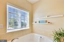 Large soaking tub - 10597 POAGUES BATTERY DR, BRISTOW