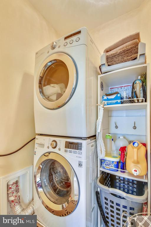 Upper level laundry.  Washer & Dryer do not convey - 10597 POAGUES BATTERY DR, BRISTOW