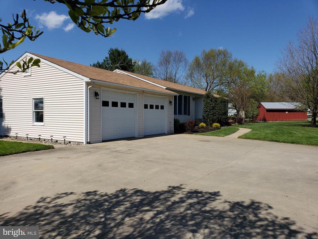 2 car garage  wide driveway parking - 11629 DUTCHMANS CREEK RD, LOVETTSVILLE