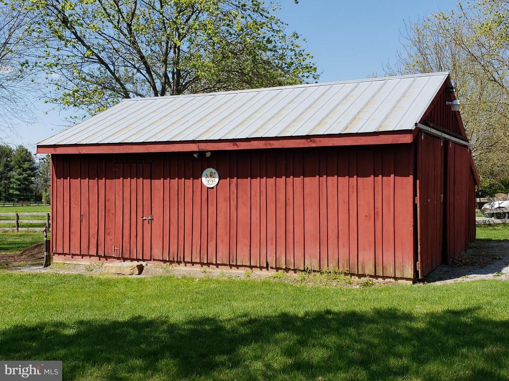 Red Storage Barn  - additional parking - 11629 DUTCHMANS CREEK RD, LOVETTSVILLE