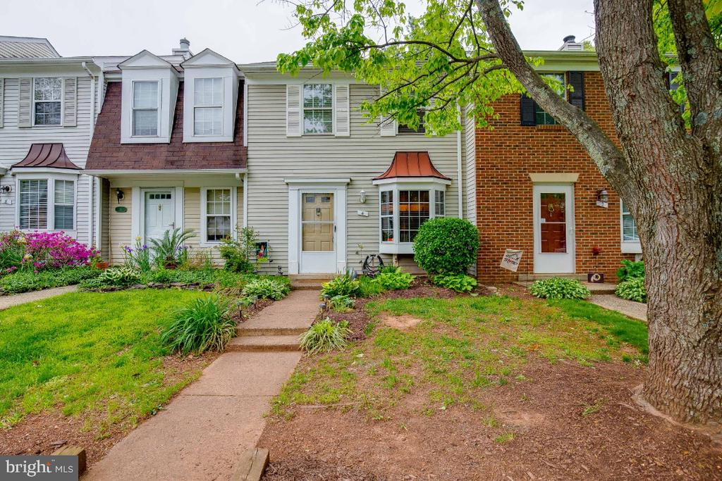 Great 3 bedroom with 2 Full Bathrooms - 4 ALDEN CT, STERLING