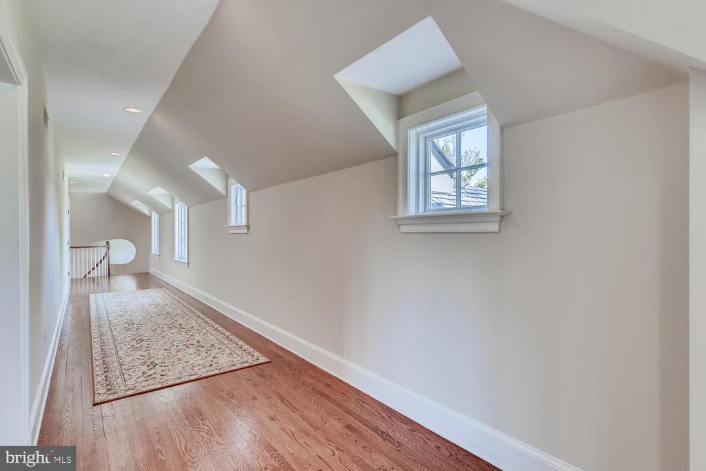 Second level gallery hallway and linen closets - 2200 GADD RD, COCKEYSVILLE