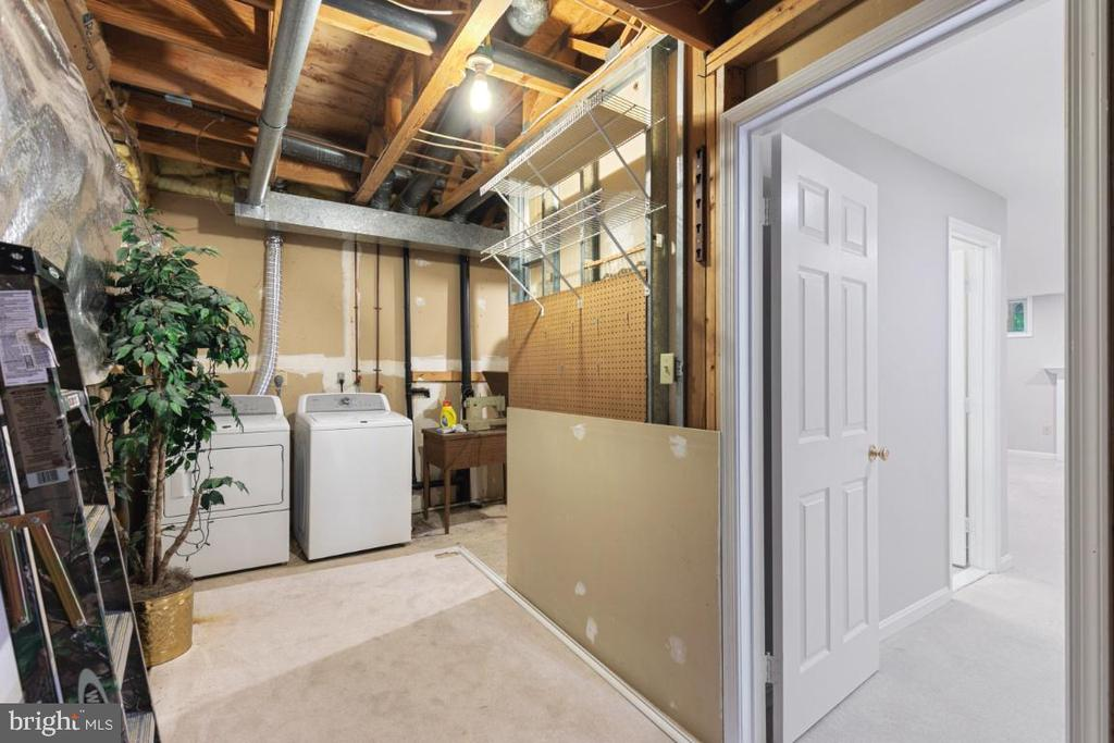 Large Laundry Room with large room for storage - 7307 TREETOP HILL LN, SPRINGFIELD