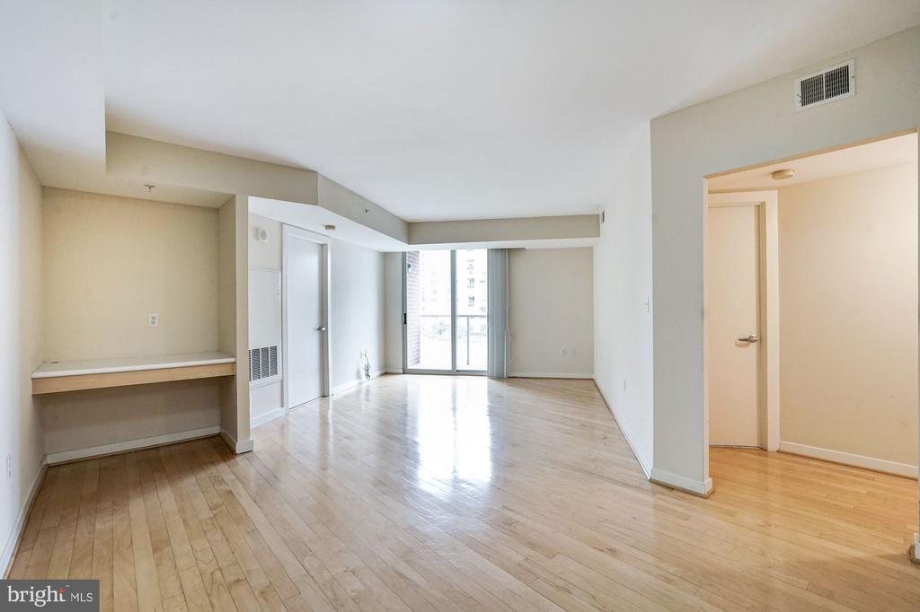 Living Area - 1000 NEW JERSEY AVE SE #413, WASHINGTON