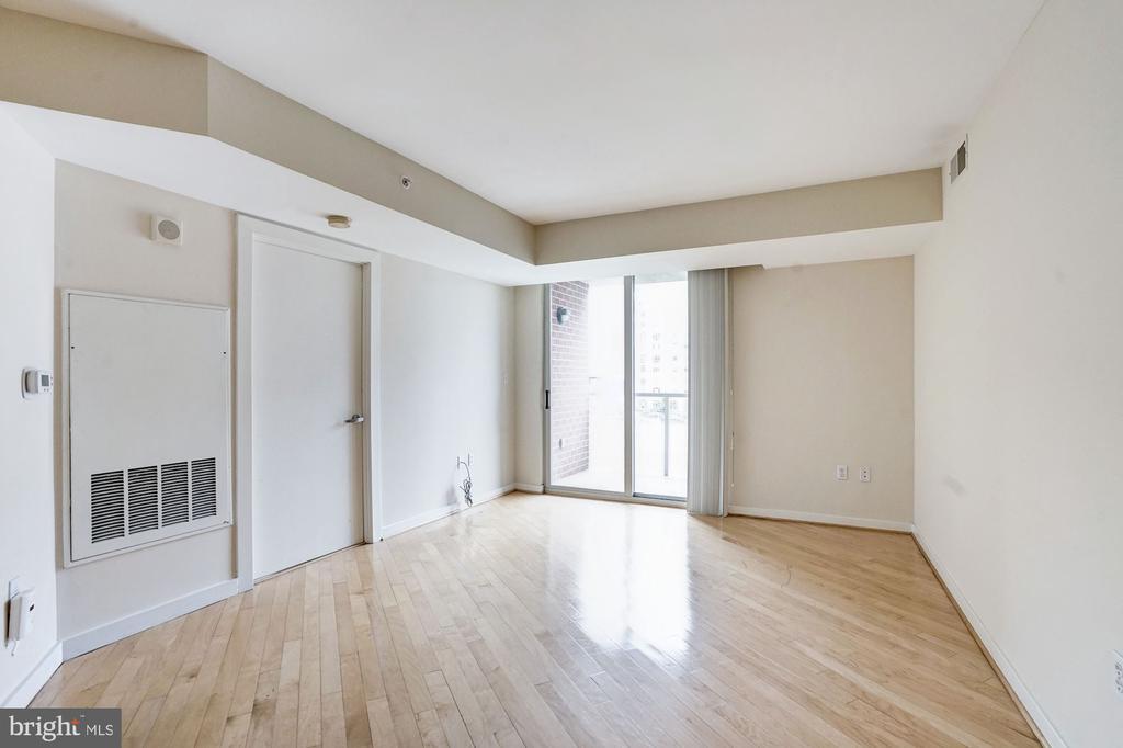Living Room - 1000 NEW JERSEY AVE SE #413, WASHINGTON
