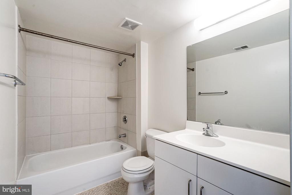 Master Bath - 1000 NEW JERSEY AVE SE #413, WASHINGTON