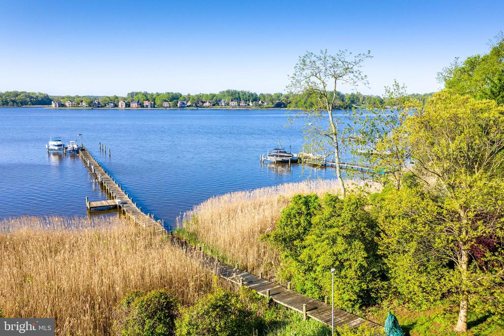 Deep water pier with 2 boat lifts and 3 pwc lifts - 3 DEEPWATER CT, EDGEWATER