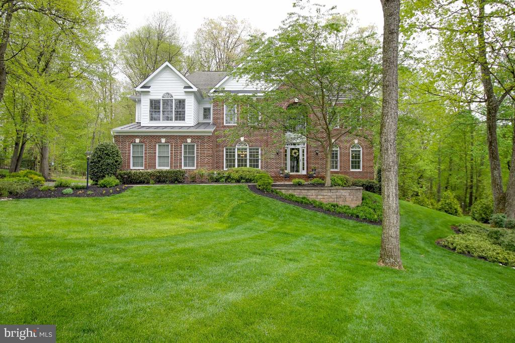 Enhanced with beautiful landscape & hardscape - 16917 OLD SAWMILL RD, WOODBINE